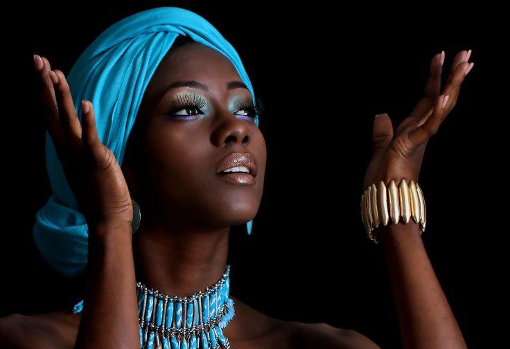 Peinado y Maquillaje: Fiorella Mancinelli Fotografía: Teresa Pineda #fashion #editorial #moda #maquillaje #piel morena