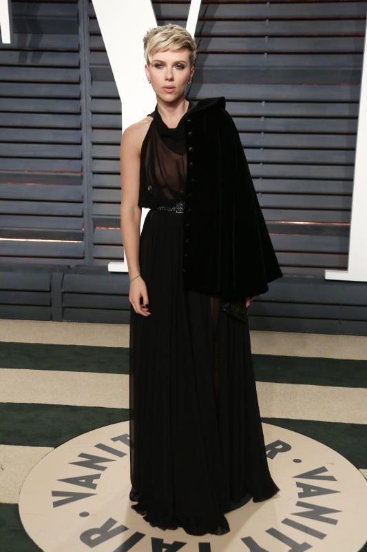 Scarlett Johansson talks sexuality, reproductive rights  - Romance rumors swirl around Jon Hamm and Kate Beckinsale, plus more news