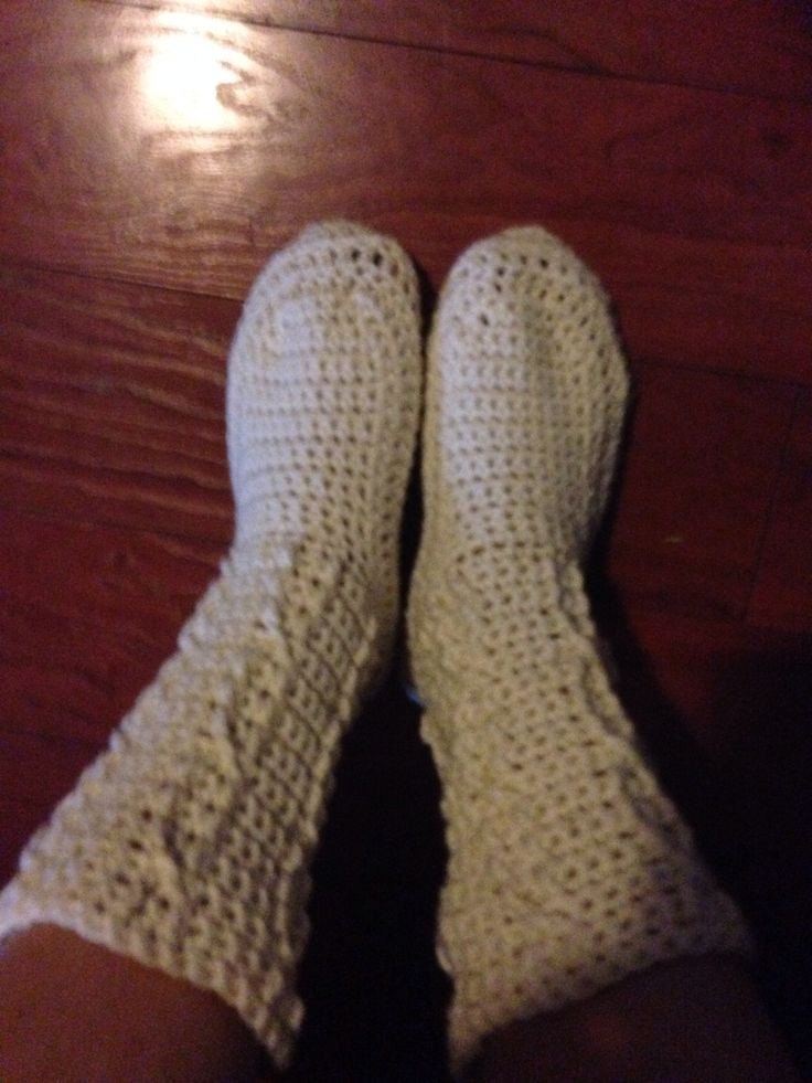 Cabled crocheted booties