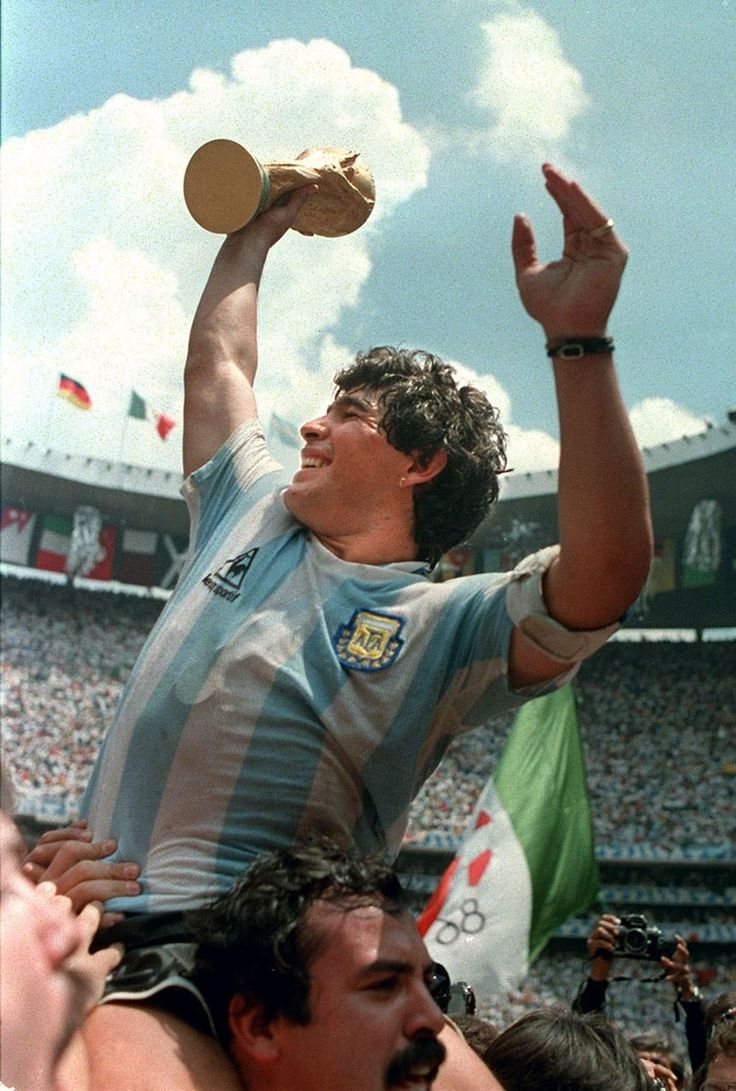 Diego Maradona has said that although Lionel Messi is a 'great lad', he does not come close to his World Cup-winning compatriot when it comes to playing the beautiful game. Football Icon, Football Is Life, World Football, Football Soccer, Good Soccer Players, Best Football Players, National Football Teams, Maradona Football, Football Mondial