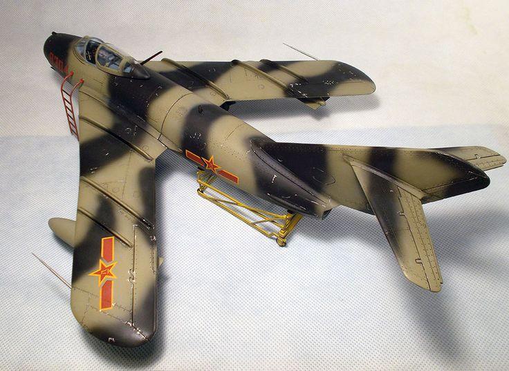 BUILT 1/32  MiG-17F Fresco, Shenyang J-5 #Trumpeter
