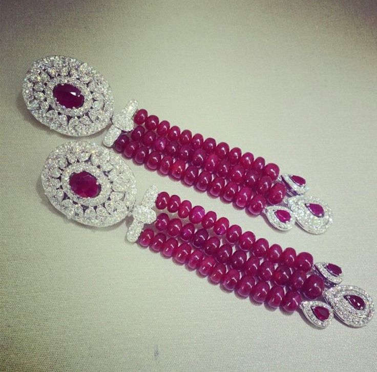 Beautiful earrings from Yessayan Regram from Instagram