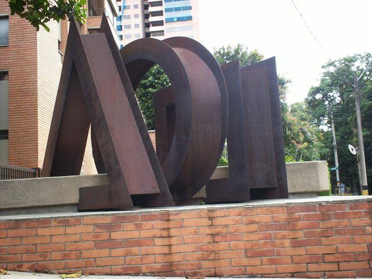 Elementos. obra de Ronny Vayda. Edificio Prados del Este. cra. 35 #5-20 Medellin