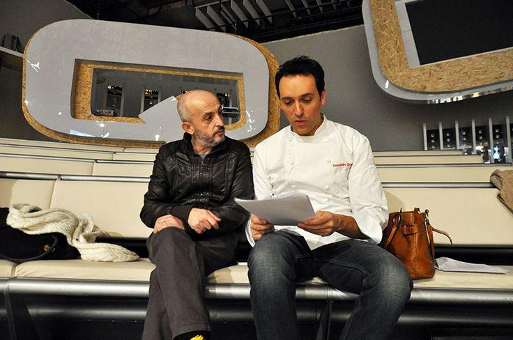 Alessandro legge il copione con il regista #raiexpo #ricetteacolori #raigulp #carolinarey #alessandrocirciello #winx #tv #cibo #ricette #gioco #bimbi