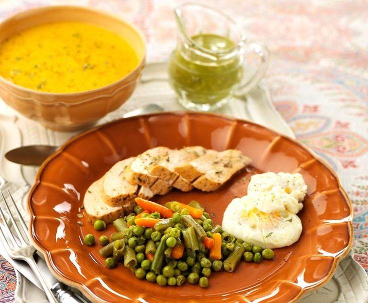 Receita Refeição completa para 4: Creme de legumes e frango com ervilhas, feijão-verde, cenouras e ovos escalfados por Equipa Bimby - Categoria da receita Prato principal outros