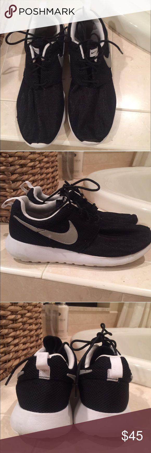 Nike Roche size 6 1/2 black boys running shoes Nike Roche size 6 1/2 black boys running shoes. In good used condition. Nike Shoes Sneakers