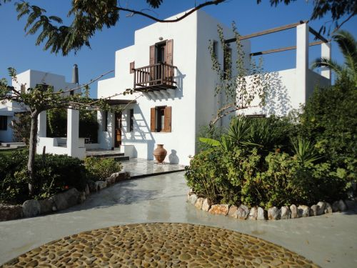 Stay into our quality traditional houses and experience the local life at affordable rates all year round on Skyros, Greece http://www.askelena.com/greece/skyros/ml