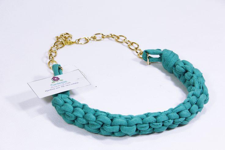 Collares tejidos a mano, puedes ver más de nuestros productos en Ig: @gardenia_acce