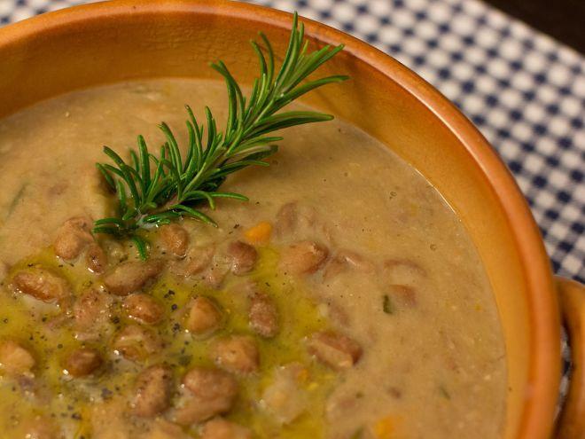 Zuppa di fagioli borlotti ai tre aromi