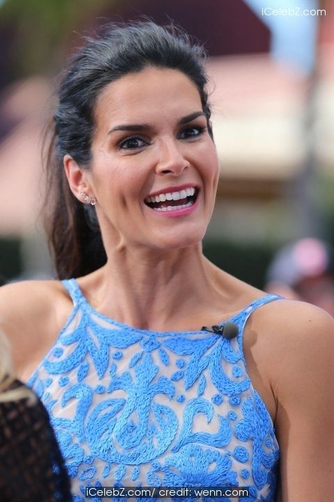 Angie Harmon  appears on Extra http://icelebz.com/events/angie_harmon_appears_on_extra/photo1.html