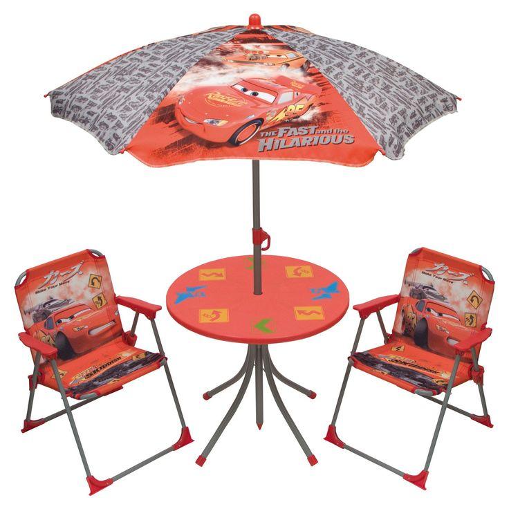 Ontspan in de tuin met je favoriete raceauto's uit de film Cars. Deze kindertuinset bestaat uit 2 uitklapbare stoelen, een tuintafeltje en een verstelbare parasol met de opdruk van Dinsey's Cars. Het frame van de stoelen en de parasol zijn gemaakt van metaal en afgewerkt met stevig polyester. Het tafelblad is gemaakt van stevig kunststof en is eenvoudig te monteren. Afmetingen:tafel 50 x 46 cm, stoelen 52 x 37 x 38 cm, zithoogte stoel 28 cm - Kindertuinset Cars
