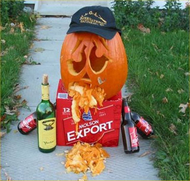 itspumpkin carving season and the only thing more awesome than a justin bieber jack o lantern is a pumpkin thats puking - Funny Halloween Pumpkin Carvings