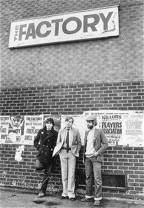 The Factory Club with Peter Saville, Tony Wilson & Alan Erasmus - Photo © Kevin Cummins .