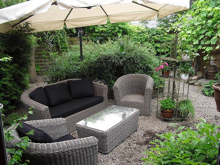 Kig forbi gårdspladsen på Havarthigården og se alle de skønne lounge- og terrassemøbler fra AB Havemøbler