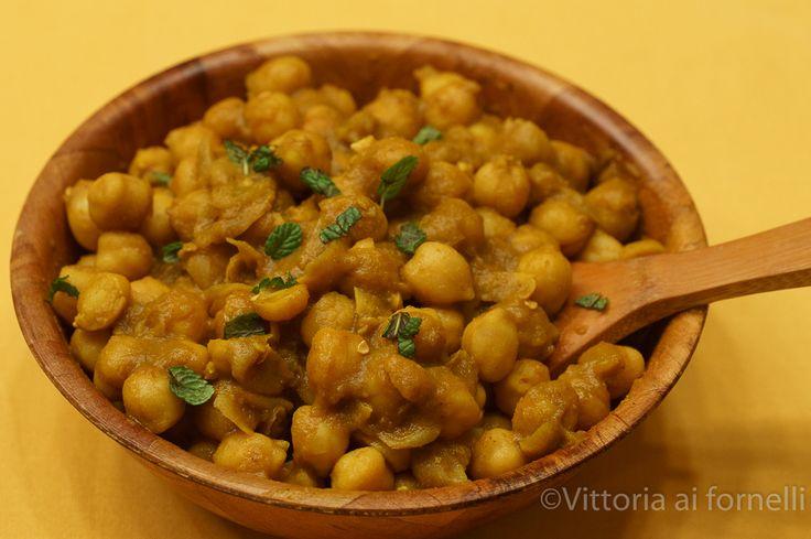 Il curry di ceci è una ricetta indiana, appena un po' modificata, un' armoniosa miscela di erbe e spezie, un piatto davvero speciale..