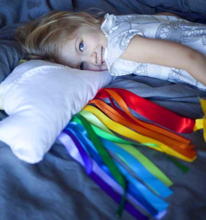 Cloud and Ribbon Rainbow Travel Pillow tute