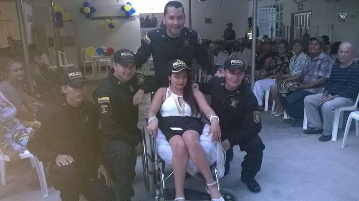 El ESMAD también brinda espacios para las celebraciones de tus fechas especiales. Una jovencita está llena de felicidad en la fiesta de su grado; sus límites físicos no fueron impedimento para subir un peldaño más de su vida.