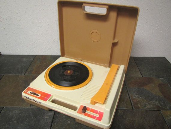 1978 FISHER PRICE Childrens Record Player # 825 ** Phonograph , ** Plastic Case , ** Plays 33 and 45 records