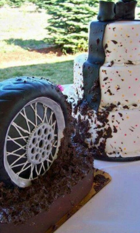 Love this!!!!!! Mudding wedding cake