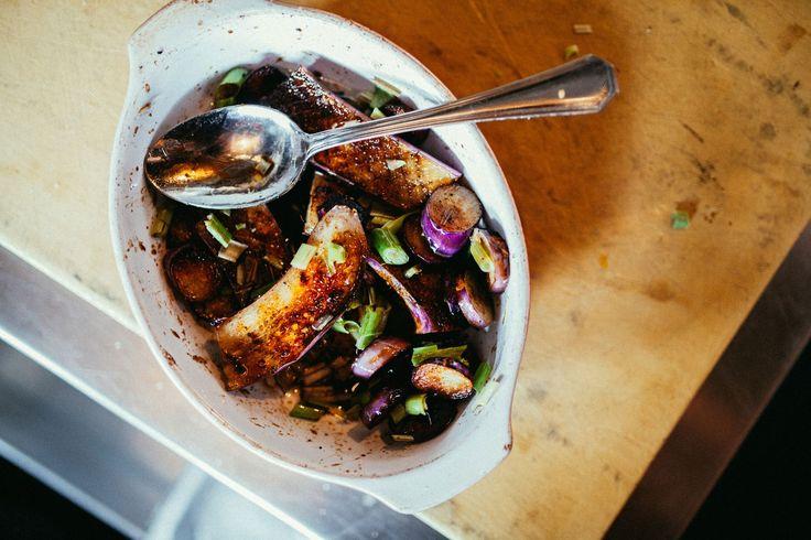Vuile Handen: Gemarineerde Japanse aubergine met huisgemaakte ricotta, gemaakt door de chef van restaurant GG's
