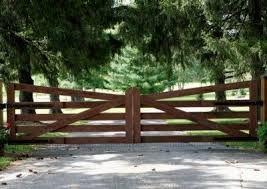 Resultado de imagen para drive way gates wood