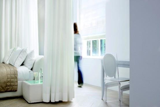 #vouwgordijnen #bece #raamdecoratie #inspiratie #slaapkamer www.bece.nl