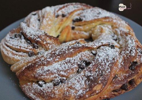 Depuis quelque temps je me suis découverte une vrai passion pour la boulangerie, j'adore faire des petites brioches pour le brunch du dimanche. J'essaye toujours de tester de nouvelles recettes. Et quand Manue a publié la photo de son Kringel, je dis...