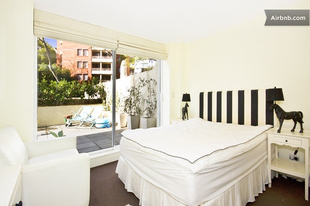 Designer pad for rent over Xmas/NYE in Sydney: pool/spa, gym, sauna in Elizabeth Bay