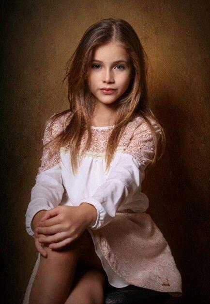 Começando o dia com a beleza estonteante da Gaby Assis. Para um ensaio baphônico, a pequena miss veste mais um look da Karapalida!  #kids #elausa #miss #gabyassis