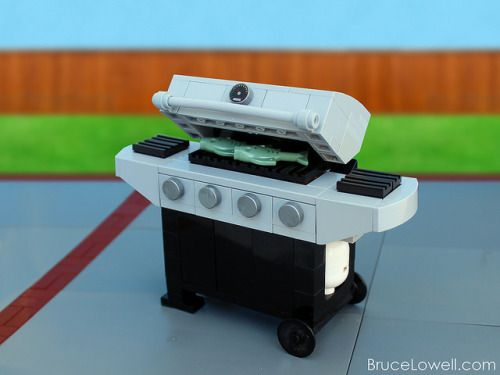LEGO Barbecue Grill (by bruceywan)