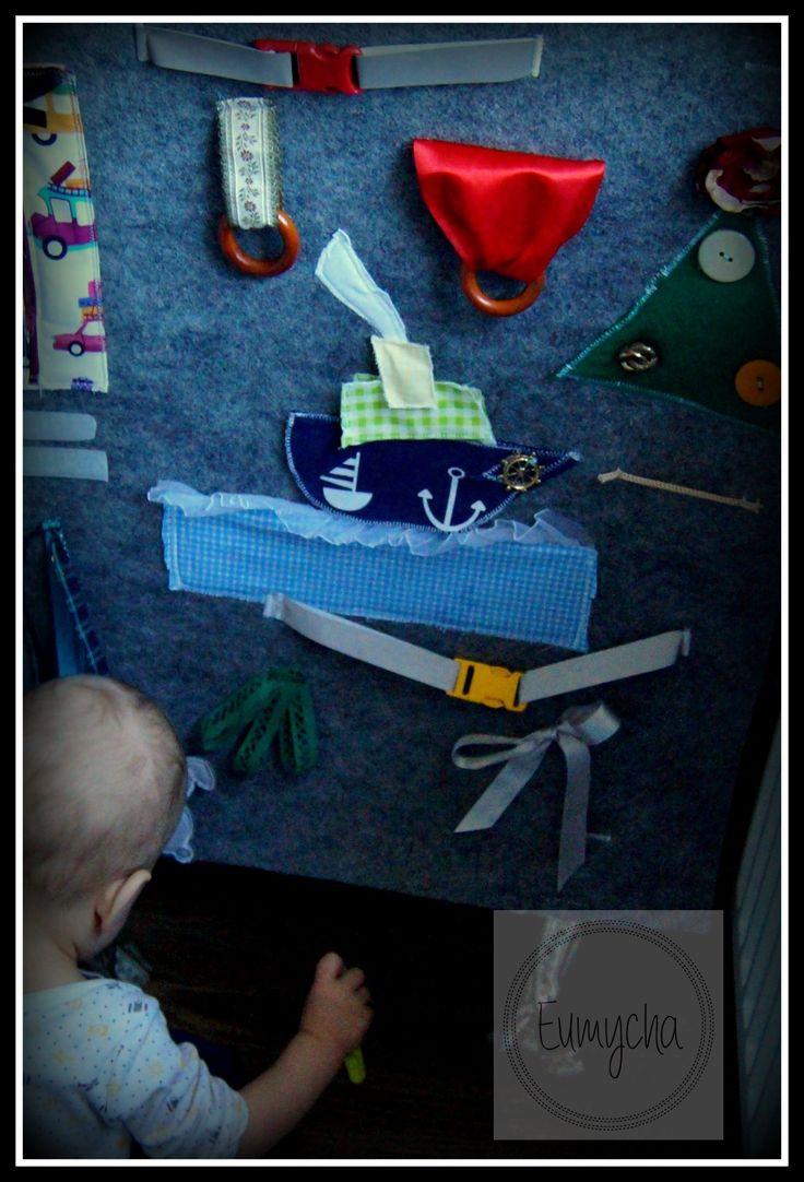 Kiedy dziecko próbuje się wspinać na schody...zajmij je zabawką ;o) | Robótkowy Świat Eumychy
