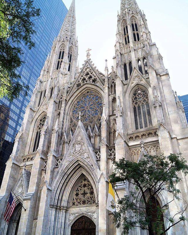 St. Patrick's Cathedral To mój drugi raz, kiedy odwiedzam tę katedrę. Piękna, zabierajaca dech w piersiach   #newyork #newyorkcity #tv_architectural #wakacje #holidays #nyclife #urban #architecture #architektura #skyscraper #vsconyc #citylife #traveldiaries #newyork_instagram #ig_nycity #everyday_shooter #usaprimeshot #exclusive #radio #l4l #wakacje2016 #citybestviews  #streetphotography #streetcollectors #church #kosciol #fasade #blogger