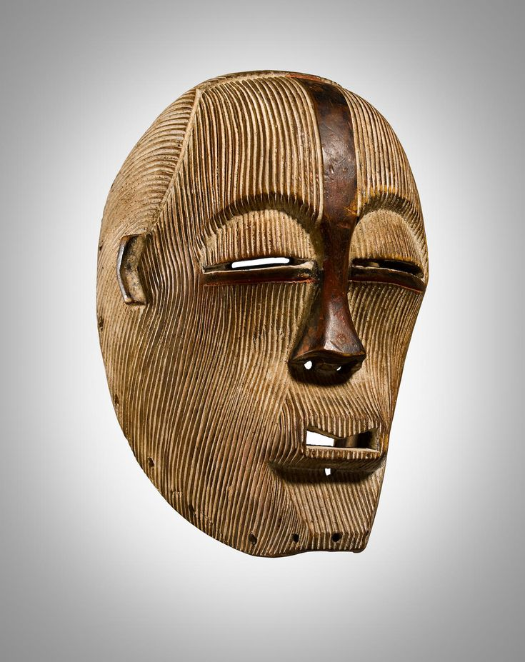 a report on the songye mask In the songye language, a mask is a kifwebe this term has been given to masks representing spirits and characterized by striations depending on the region, it may be dark with white strips, or the reverse the kifwebe masks embodied supernatural forces.