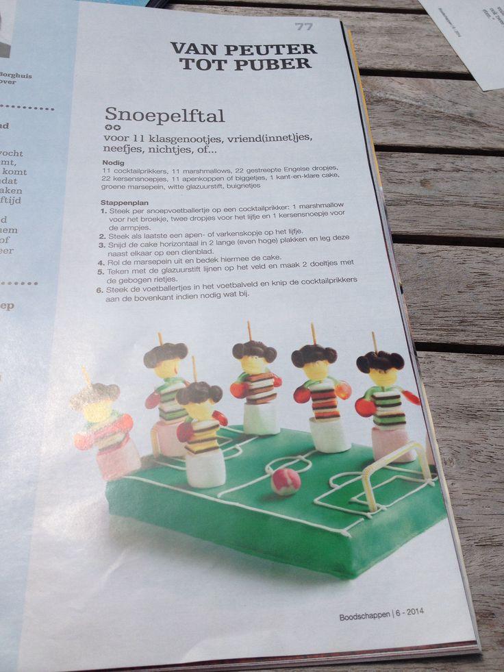 Traktatie snoep voetbalelftal.  Uit boodschappen 6 - 2014.