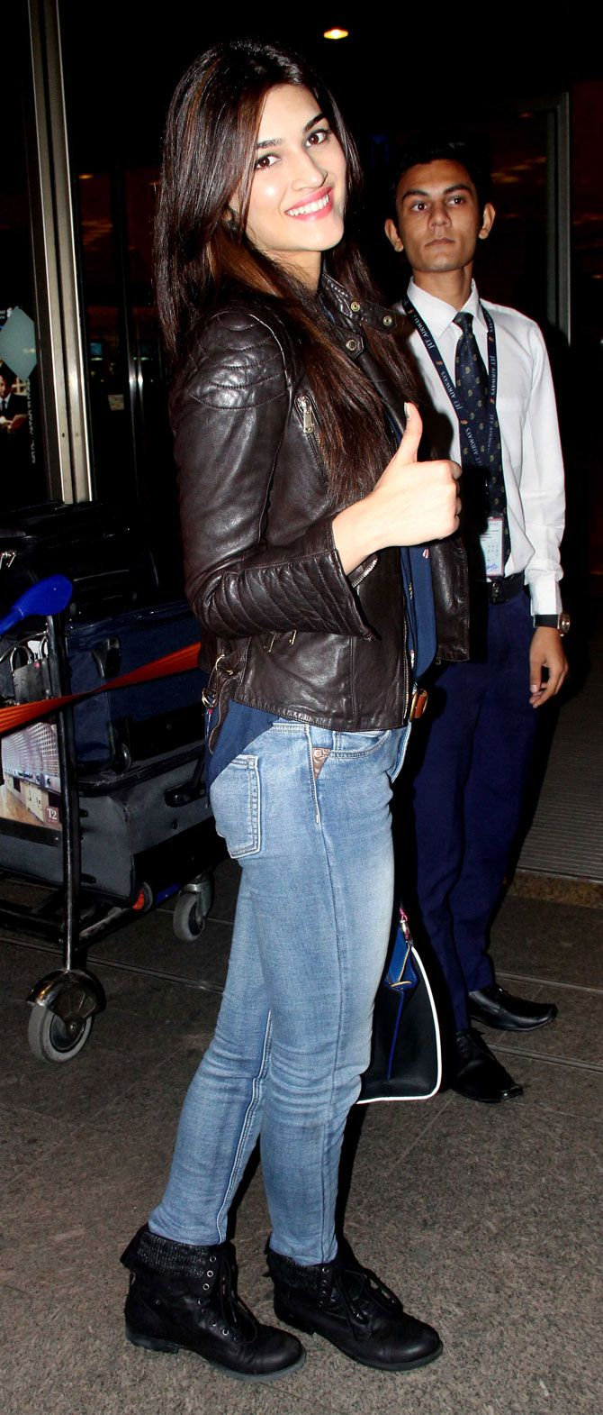 Kriti Sanon at Mumbai airport. #Bollywood #Fashion #Style #Beauty #Hot #Sexy