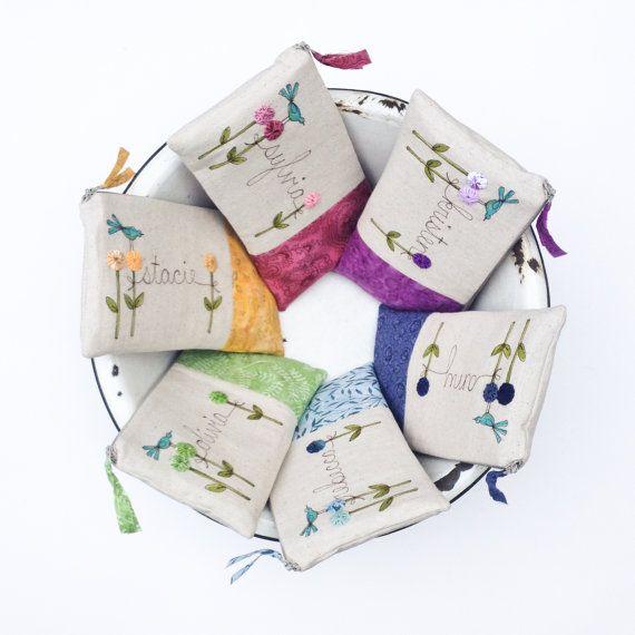 Ajándékok koszorúslány, egyedi személyre szabott ajándékot, 6 db-os színes esküvői Kuplung rendelésre által mamableudesigns on Etsy