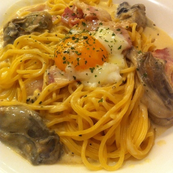 Pasta de Waraku's scallop and mushroom in wafu sauce by Desy Winarni (FoodSpotting)
