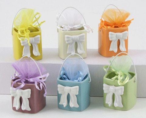 I #portaconfetti a secchiello in ceramica di #Cuorematto. bit.ly/1zgJQHh #Cresima #Comunione #Battesimo