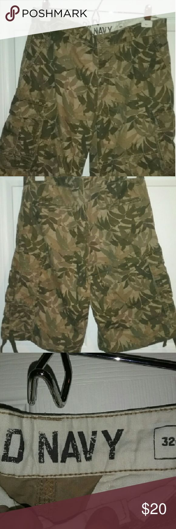 Shorts Men's 8 pocket camouflage shorts never worn Old Navy Shorts Cargo