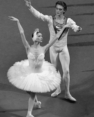 Svetlana Zakharova and Denis Rodkin Page dedicated to the magnificent Denis Rodkin Principal Dancer of the #BolshoiBallet