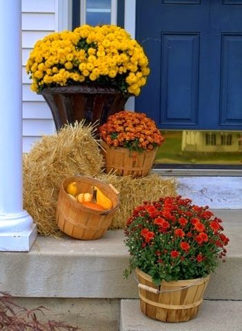 Decorating Your Porch For Fall!  http://www.styledecordeals.com/2013/10/decorating-your-porch-for-fall.html
