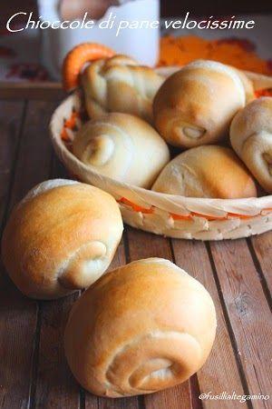 Se vi accorgete di non avere pane in casa e poco tempo per impastare o poca voglia per uscire a comprarlo allora provate la ricetta di q...