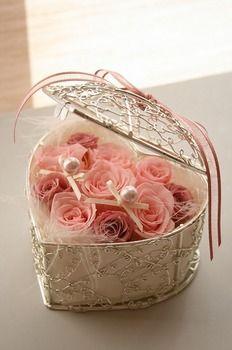 ピンクと白のバラでエレガント❤︎春の結婚式に合うリングピロー一覧❤︎