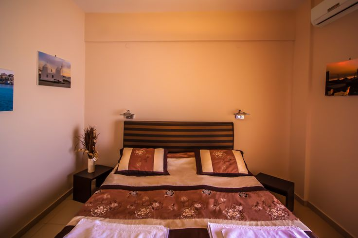 Twin Room - Plaza Hotel - Aegina island Greece