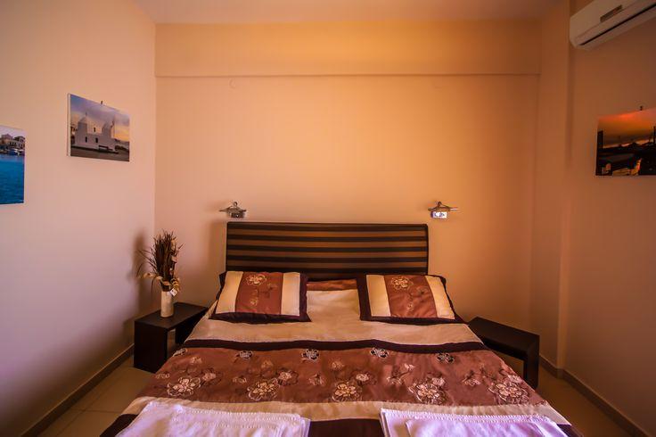 Twin Room - Plaza Hotel - Aegina island Greece