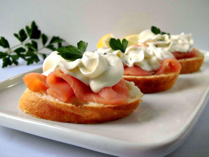 Crostini con salmone