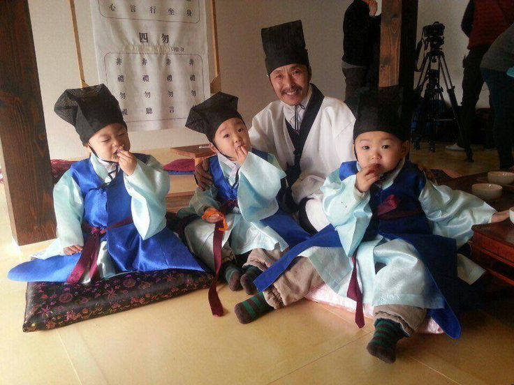 SungKyungkwan scholar handbook outfits | #SongTriplets takes photo with scholar teacher but #DaehanMingukManse are too busy eating to pose  #SupermanIsBack