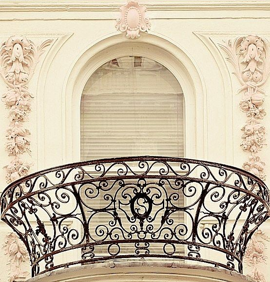 Best 25 iron balcony ideas only on pinterest balcony for French balcony railing