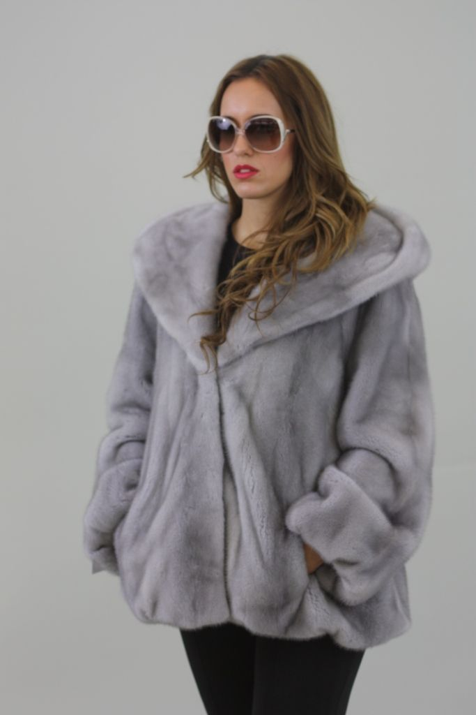 Mink Fur Skins - Male and Female Guide