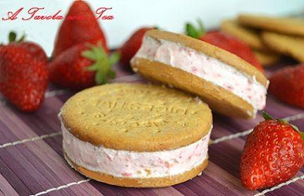 Gelato biscotto alla fragola a basso contenuto di grassi (senza gelatiera)